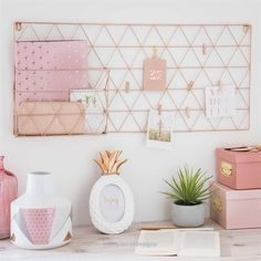 Fotohalter aus verkupfertem Metall & Maisons du Monde room Supply through FrancescaLarozzi/ The post Deko-Objekte appeared first on Francesca Larozzi. Mesa Home Office, Home Office Desks, Office Workspace, Bedroom Workspace, Teenage Room Decor, Teen Decor, Baby Decor, Home Decor Accessories, Home Decor