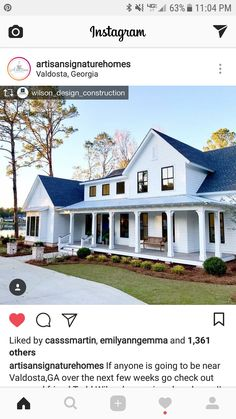 Porch Ideas for Houses - Sweet Crib House With Porch, House Front, Front Porch, White Farmhouse Exterior, Urban Farmhouse, Farmhouse Ideas, Farmhouse Design, Style At Home, Freedom House