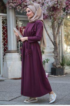 Hijab à l'École : Comment être jolie pour aller à l'école Hijab Beige … Günlük Tesettür Modası – Tesettür Modelleri ve Modası 2019 ve 2020 Hijab Style Dress, Modest Fashion Hijab, Hijab Chic, Abaya Fashion, Hijab Outfit, Fashion Dresses, Modest Outfits, Fashion Muslimah, Beautiful Gown Designs