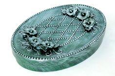 Caixa oval com apliques e Pátina Metalizada