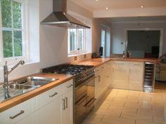 Ideas kitchen white gloss wood counter tops for 2019 Cream And Wood Kitchen, White Gloss Kitchen, White Marble Kitchen, White Kitchen Backsplash, White Kitchen Island, Kitchen Worktop, Kitchen Flooring, Country Kitchen, Kitchen Dining