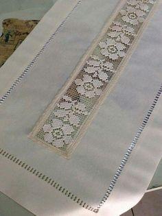 Oyası File İşi Modelleri -İğne Oyası File İşi Modelleri - WONDERFUL beige cotton table runner L 150 cm Crochet Tablecloth, Crochet Doilies, Crochet Lace, Filet Crochet, Embroidery Needles, Hand Embroidery, Hardanger Embroidery, Knitting Patterns, Crochet Patterns
