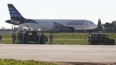 Image copyright                  Reuters                                                                          Image caption                                      Este es el avión que aterrizó en Malta este viernes.                                El primero ministro de Malta, Joseph Muscat, informó este viernes que un avión libio aterrizó de emergencia en