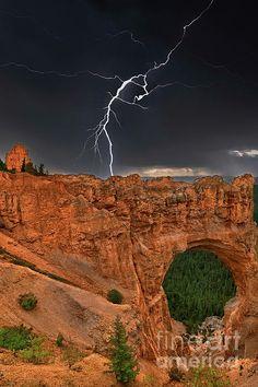 ✯ Lightning - Natural Bridge Formation - Bryce Canyon National Park - Utah