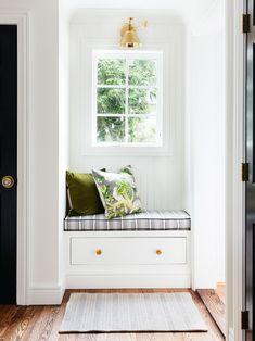 Mudroom Goals Erin Kestenbaum's DIY Bench Features a Chic Shoe Drawer adorned with Emtek's Providenc Craftsman Remodel, Craftsman Style, Diy Bank, Window Benches, Window Seats, Built In Bench, Built In Seating, Bench Seat, Small Windows