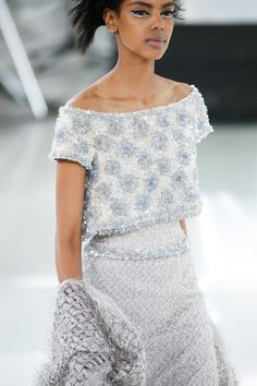 See all the Details photos from Chanel Spring/Summer 2014 Couture now on British Vogue Chanel Couture, Style Haute Couture, Couture Details, Fashion Details, Look Fashion, Couture Fashion, Paris Fashion, Runway Fashion, High Fashion