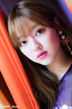 Yooa oh my girl Oh My Girl Yooa, Kpop Girl Groups, South Korean Girls, Mini Albums, Beautiful Women, Fandoms, Photoshoot, Lady, Pretty