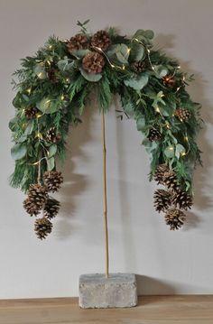 Christmas Flowers, Christmas Door, Rustic Christmas, Christmas Holidays, Christmas Crafts, Christmas Decorations, Christmas Ornaments, Holiday Decor, Christmas Arrangements