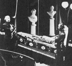 Abraham Lincolns funeral (lying in his casket) - The Weird Picture Archive,   This could only be done because of the new embalming method.  He was the first president to have wakes throughout the country.  JS.