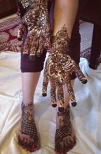These traditional Indian mehndi tattoos are only temporary, but you'll wish they weren't. Mehndi Tattoo, Henna Tattoo Designs, Henna Tattoos, Mandala Tattoo Design, Mehndi Art, Henna Mehndi, Henna Art, Body Art Tattoos, Mehendi