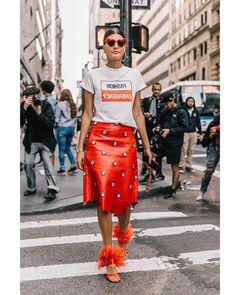 "1,883 Gostos, 5 Comentários - Style Sight WorldWide (@stylesightworldwide) no Instagram: ""#newyorkfashionweek @nyfw | @bat_gio 📸 @collagevintage2 @voguespain #streetstyle #streetfashion…"""