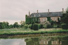 this place is something out of alice in wonderland, lots of topiary and all…