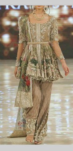 Jabaa Naqvi❤ Pakistani Wedding Outfits, Pakistani Bridal Wear, Pakistani Dresses, Indian Dresses, Indian Outfits, Pretty Outfits, Pretty Dresses, Short Frocks, Pakistani Couture