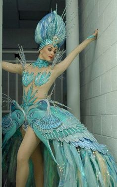 Very cool costume. Kind of showgirl meets mermaid Showgirl Costume, Burlesque Costumes, Fantasy Costumes, Carnival Costumes, Cool Costumes, Dance Costumes, Halloween Costumes, Drag Queen Costumes, Fancy Dress