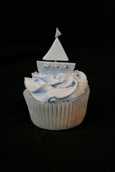 Adorable sailboat cupcakes! By: @Megan Blackburn