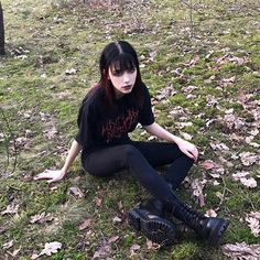 Image may contain: one or more people, people sitting, shoes, outdoor and nature Grunge Goth, 90s Grunge Hair, Soft Grunge Hair, Estilo Grunge, Grunge Style, 1990s Grunge, Nu Goth, Grunge Outfits, Edgy Outfits