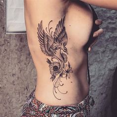 The phoenix tattoo symbolises the beginning of a new life and other things such as rebirth, grow and longevity. Pretty Tattoos, Sexy Tattoos, Love Tattoos, Body Art Tattoos, Tribal Tattoos, Verse Tattoos, Phoenix Tattoo Feminine, Phoenix Bird Tattoos, Phoenix Tattoo Design