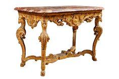 TABLE A GIBIER formant console en bois doré mouluré et sculpté de rinceaux fleuris, la ceinture ornée d'un médaillon à l'antique, elle repose sur quatre pieds terminés par des sabots de bélier, les montants… - Osenat - 30/11/2014