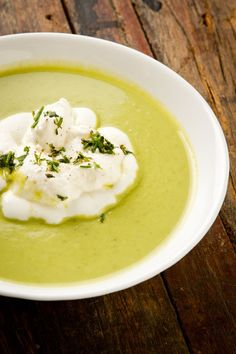 Sopa de ervilha com chantilly de ervas - Paladar - Estadao.com.br