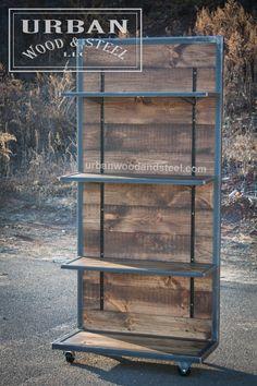 Este estilo industrial estantería es la pieza perfecta para mostrar la mercancía, libros o casi cualquier cosa. Esta pantalla dura está hecha de pino recuperada apenado, encerado bandas de acero crudo y se sienta en ruedas de acero. Viene con (3) 36 w x 12.5 estantes días. * ESTE