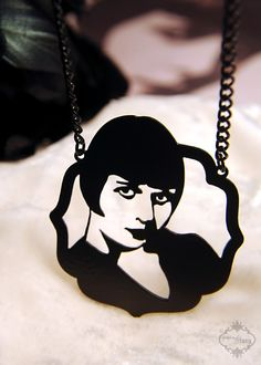 Louise Brooks inspired flapper portrait necklace in black stainless steel - 1920s silent film silhouette