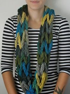Use this free arm knitting pattern to create the fastest infinity scarf you've ever seen!