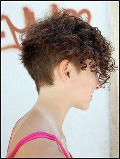 wunderschone wellig pixie lockige kurze frisuren