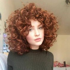 krullend haar Kurzes lockiges Haar hat so viele Profis - neue Frisuren , Curly Hair Styles, Short Curly Hair, Wavy Hair, Natural Hair Styles, Curly Ginger Hair, Short Curls, Curly Bob, Frizzy Hair, Curly Hair Girls