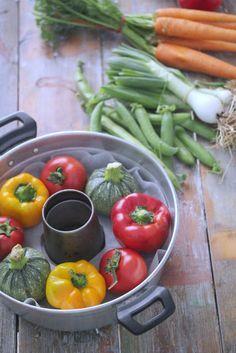 Oggi nuova ricettina salata :-)  Queste verdure ripiene di quinoa sono davvero ottime, ieri sera le ho ma...