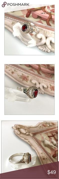 ✨Vintage Sterling Silver Elegant Garnet Ring✨ ✨Vintage Sterling Silver Elegant Garnet Ring✨STUNNING Vintage Garnet Ring✨The Deep Red Garnet Catches Light Beautifully And Sits In a Unique Silver Filigree Basket Design✨Beautiful Vintage Condition And Was Well Cared For✨Approx Ring Size 8✨ Vintage Jewelry Rings