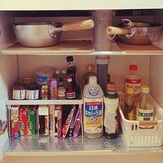 の収納/100均/1K キッチン/一人暮らし/つっぱり棒棚/Kitchen…などについてのインテリア実例を紹介。「キッチンの、シンク下…もう少し使いやすく、綺麗にしたい…」(この写真は 2014-08-29 17:30:41 に共有されました)