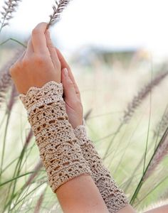 """Crochet DROPS wrist warmers with fans and lace pattern in """"Cotton Viscose"""". Free pattern by DROPS Design. Crochet DROPS wrist warmers with fans and lace pattern in """"Cotton Viscose"""". Free pattern by DROPS Design. Crochet Diy, Crochet Gratis, Tunisian Crochet, Crochet Summer, Crochet Pillow, Cotton Crochet, Cotton Lace, Crochet Gloves Pattern, Knitting Patterns"""