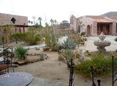 Desert courtyard - Borrego Springs