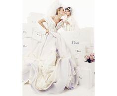 Photo par Giampaolo Sgura pour la série Noces Blanches du numéro d'avril 2009 de Vogue Paris http://www.vogue.fr/mariage/inspirations/diaporama/muses-en-blanc-dans-vogue-paris-mariage-mariee-isabeli-fontana-zuzanna-bijoch-magdalena-frackowiak-eva-herzigova-milla-jovovich/15534/image/867570#!la-mariee-dans-vogue-paris-photographie-prise-par-giampaolo-sgura-pour-la-serie-noces-blanches-du-numero-d-039-avril-2009-de-vogue-paris