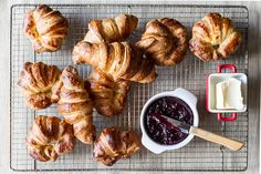Butter croissants by Greek chef Akis Petretzikis! Make this amazing recipe for the classic French butter croissants that are so airy and delicate in flavor! Cooking Time, Cooking Recipes, Butter Croissant, Delicious Desserts, Dessert Recipes, Croissants, Greek Recipes, Tandoori Chicken, Cravings