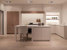 Een witte keuken straalt puurheid uit. Hier is er gekozen voor een werkblad in Macedonian white, een prachtige marmer uit onze XENTRIQ-collectie. Ontwerp van De Keyzer keukenarchitectuur - werkblad van Potier Stone.