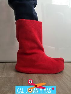 In Spanish, but directions for boot covers like Peppa Pig Elephant Costumes, Pig Costumes, Halloween Costumes, Micky Mouse Costume, Diy Elf Costume, Movie Character Costumes, Viking Costume, Toddler Boots, Halloween Disfraces