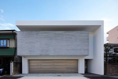 Garage Entry, Garage House, Narrow House, Modern Contemporary Homes, Japanese House, Facade Architecture, Pool Houses, Modern House Design, Minimalist Design