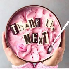 This Thank U Next Smoothie Bowl is iconic Awesome, great food Smoothie Recipes, Smoothies, Cute Food, Yummy Food, Smoothie Bol, Kreative Desserts, Cute Baking, Tumblr Food, Food Goals