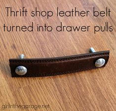 Barn Inspired Trunk Bedside Table - Themed Furniture Makeover Turn a thrift shop leather belt into furniture drawer pulls! Turn a thrift shop leather belt into furniture drawer pulls! Old Furniture, Repurposed Furniture, Furniture Projects, Bedroom Furniture, Furniture Stores, Street Furniture, Furniture Plans, Diy Projects, Goodwill Furniture