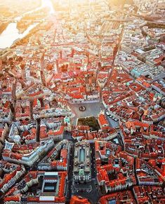 Known as the City of a Hundred Spires, Prague is the perfect destination for those looking to travel to a European city rich with history and architectural wonders. Find out the five things you need to do in Prague at our link in bio! Drones, Quadcopter Drone, Drone Photography, Travel Photography, Photography Ideas, Prague Guide, Prague Castle, Prague City, Visit Prague
