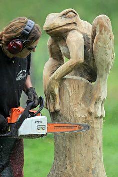 Chainsaw-Carver Angela Polgaze.a carving bar for my saw
