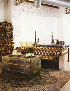 Love the couch, the rug, the trunk