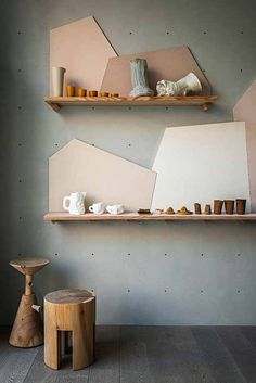 Shelves with style Spotti Raw-Tech during Milan Design Week Curation and set-up by Stidopepe Display Design, Store Design, Display Ideas, Display Stands, Design Shop, Home Interior, Interior Design, Retail Interior, Geometric Shelves
