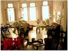 Salón de estilo colonial. Colonial, Curtains, Plants, Home Decor, Home, Havana, Castles, Style, Blinds