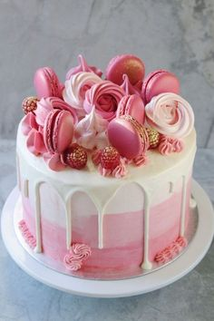 cake decoration of crunchy meringues, macaroons, raspberries and small flowers in pink frosting, easy birthday cake decoration Happy Birthday Cake Hd, Pretty Birthday Cakes, Birthday Cakes For Women, Birthday Cake Girls, Birthday Ideas, Bolo Drip Cake, Drip Cakes, Charlotte Au Nutella, Guinness Kuchen