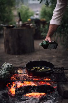 Grill, Sip, Eat: Create Your Own End of Summer Outdoor Feast (Part II) - Christiann Koepke Outdoor Food, Outdoor Cooking, Open Fire Cooking, Tiny Cooking, Campfire Food, Le Chef, End Of Summer, Food Photography, Food And Drink