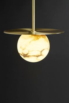 Moons round pendant in marble and satin brass. Matlight.