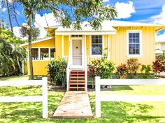 12 Best Vacation Rentals in Hawaii | Breezy lanais, fresh poke, home-grown coffee, and bottomless mai tais. If you're ready to say aloha to the Aloha State (aren't we all?), here are 12 perfect stays, from simple studios to luxe villas.