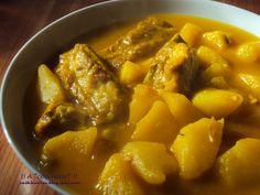 """Delicioso y tradicional guiso de patatas con carne o """"Papas en amarillo""""."""